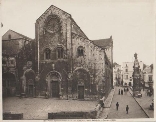 Cattedrale portale e piazza
